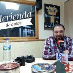 """Javier Fernández Jiménez: """"Los chavales, cuando entrevistan a los autores, les hacen preguntas que no hacen los profesionales"""""""